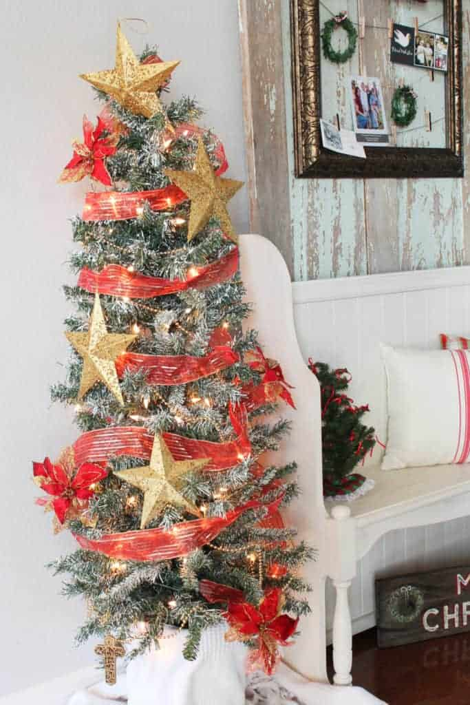 How to flock a Christmas tree with a can of ceiling texture