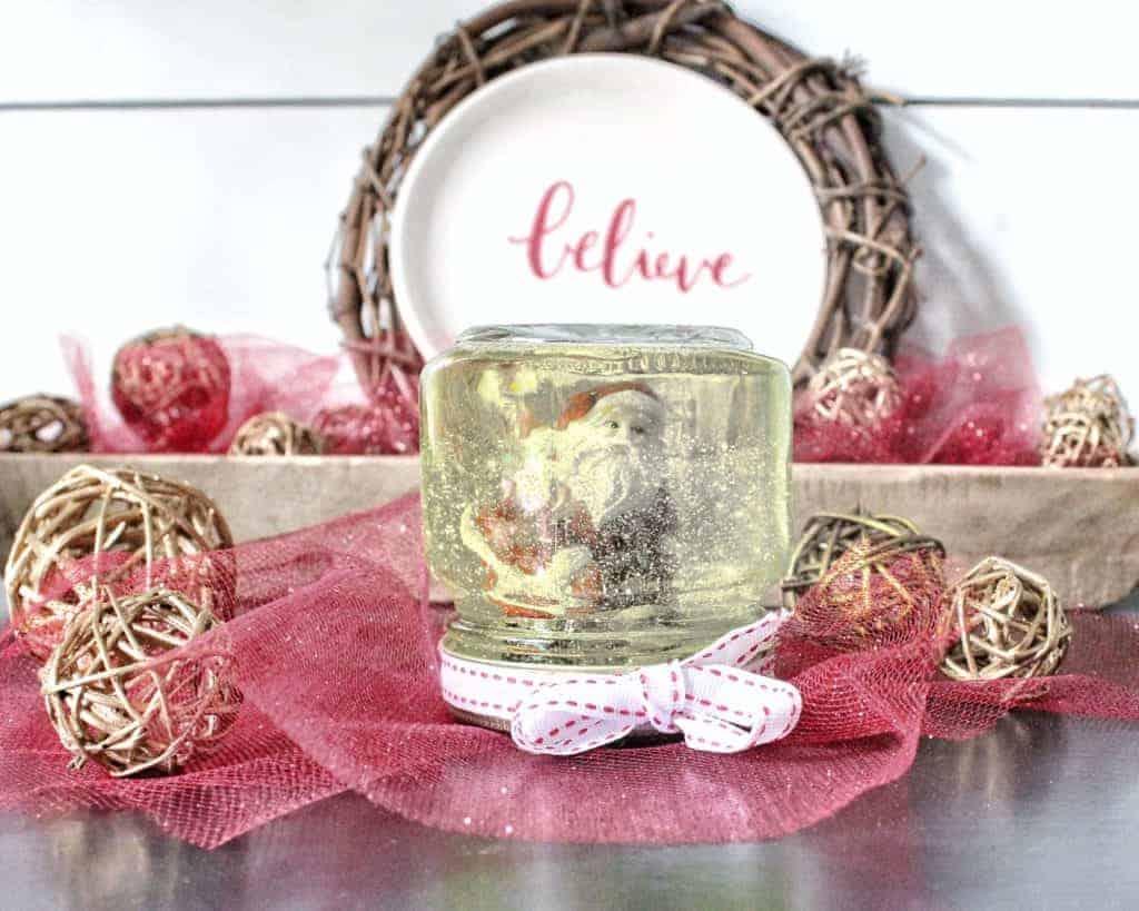DIY Snow globe from a mason jar