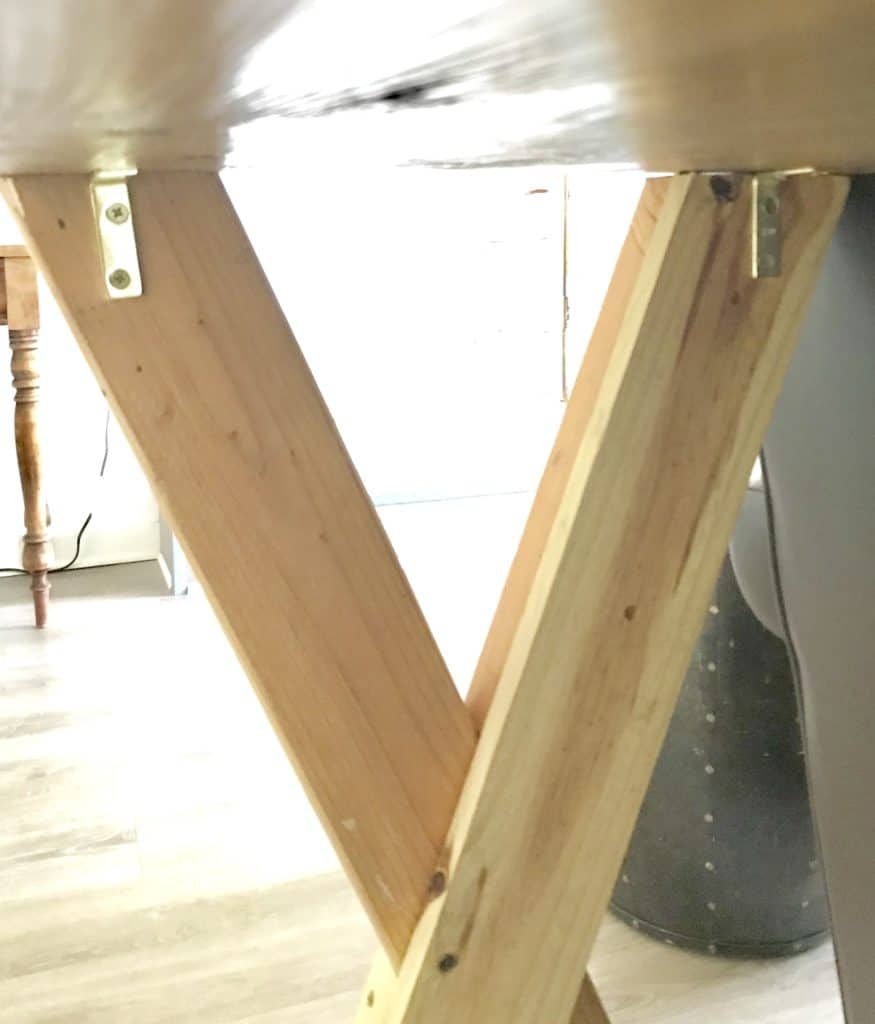 underneath view of sofa table