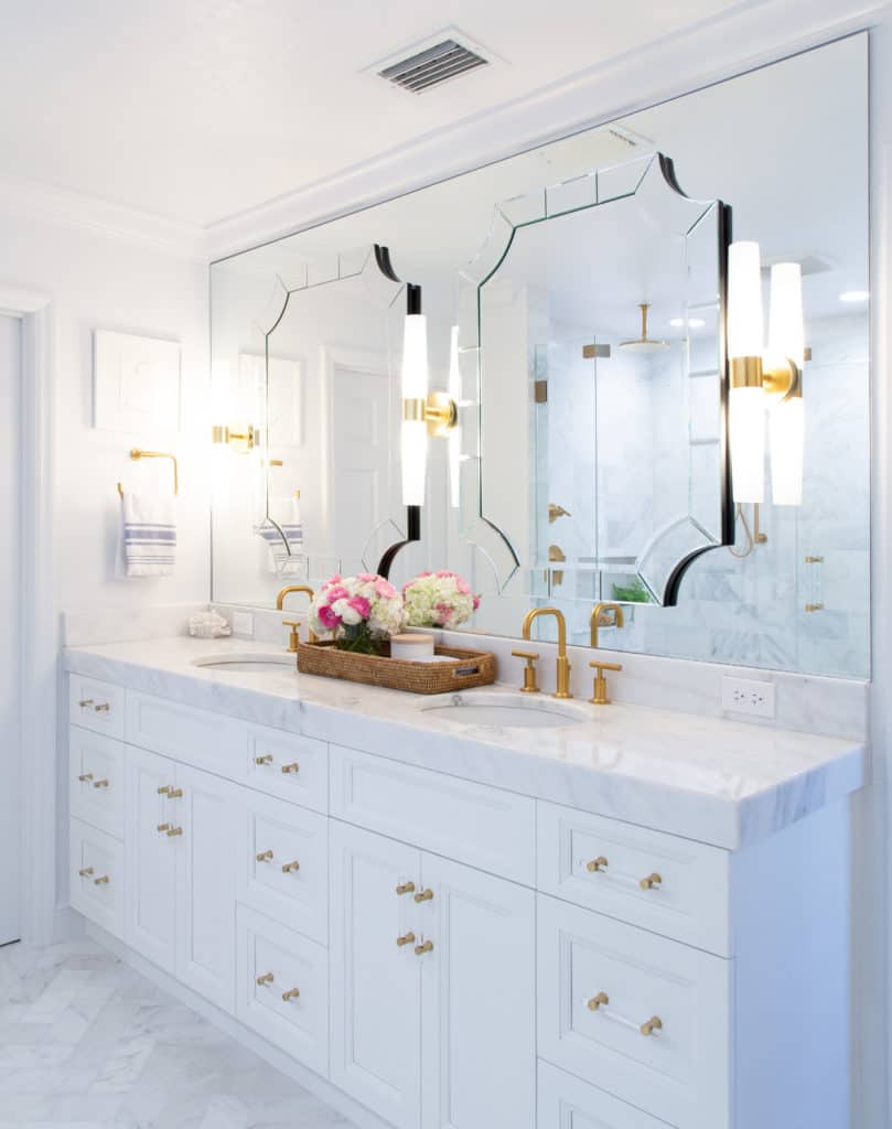 layering bathroom mirrors