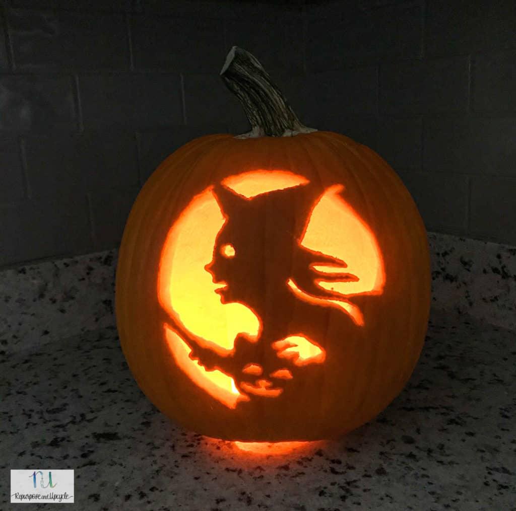 Pumpkin carving with a pumpkin carving kit