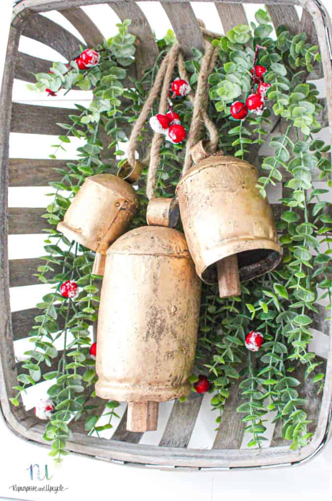 Christmas wreath with harmony bells