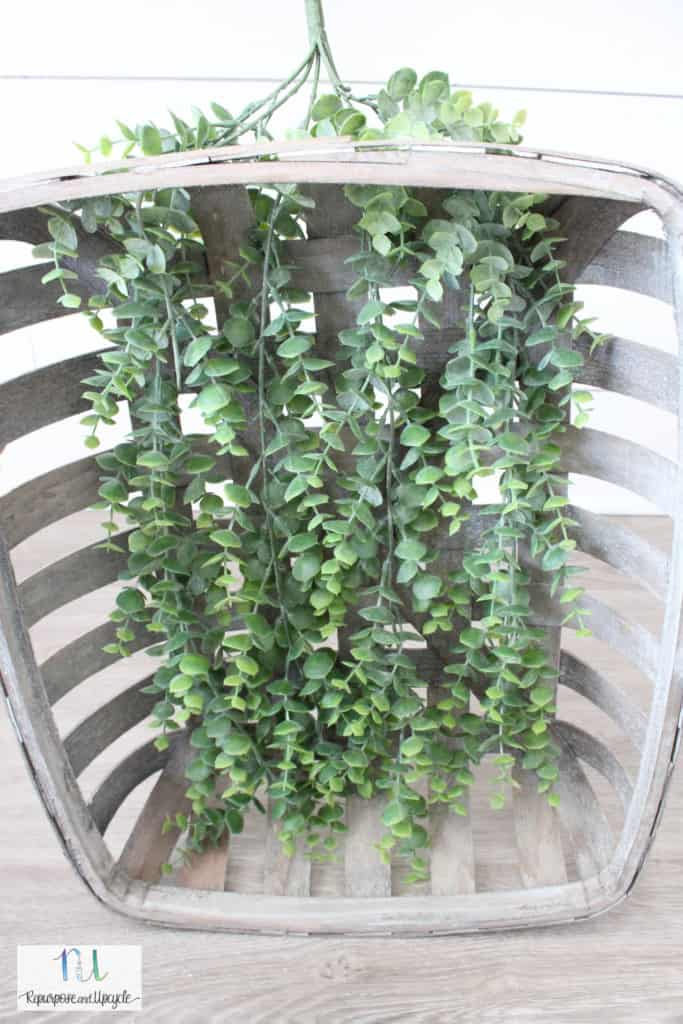 making a Christmas wreath with tobacco basket and greenery