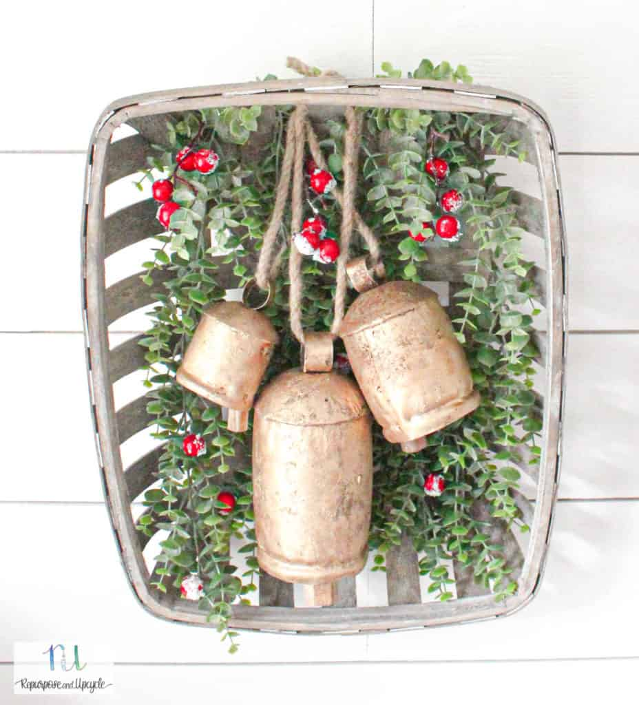 Simple Christmas Wreath with Harmony Bells and a Tobacco Basket