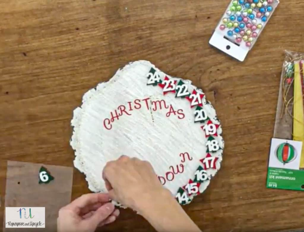 adding numbers to Christmas countdown clock