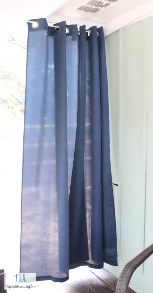 Hanging indoor curtains outside and without drilling holes