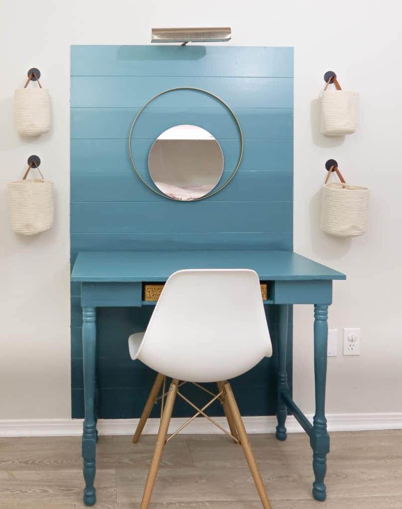Ombre accent wall with desk