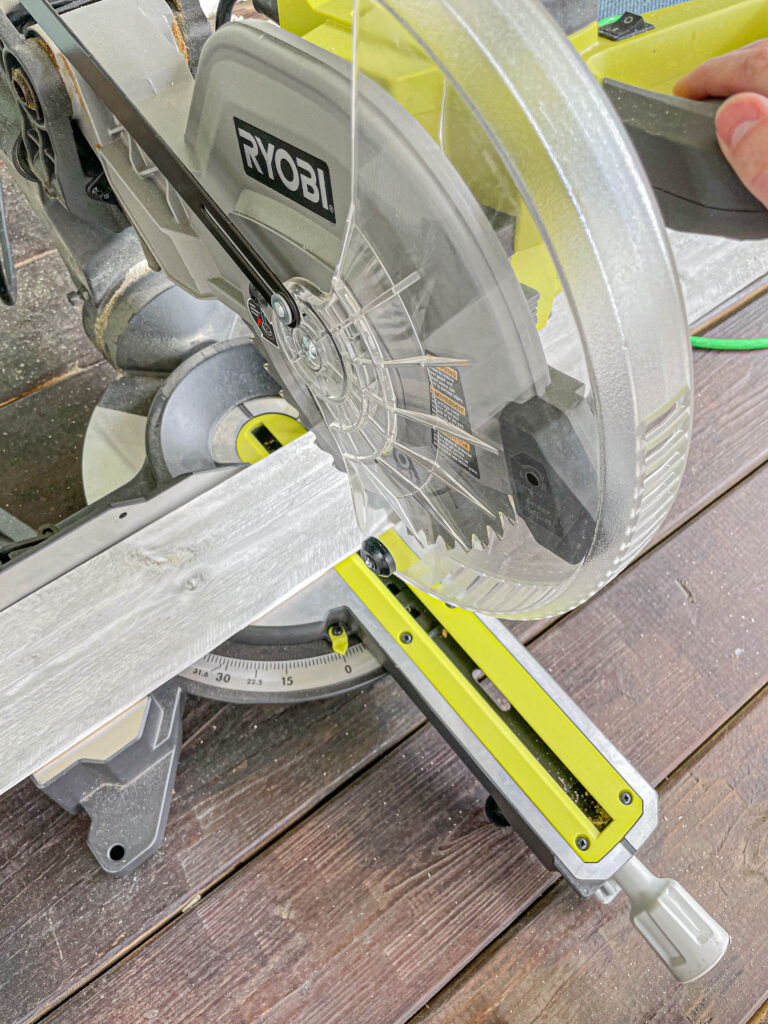 miter saw to cut wood