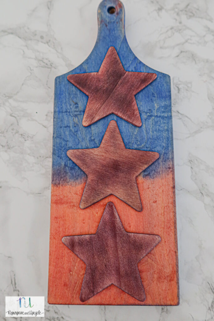 how to use Keda Wood dye with a Patriotic cutting board makeover