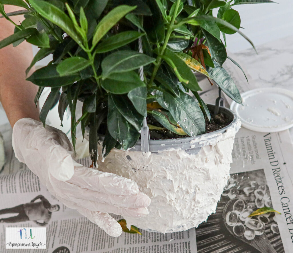 DIY faux stone planters with Spackling
